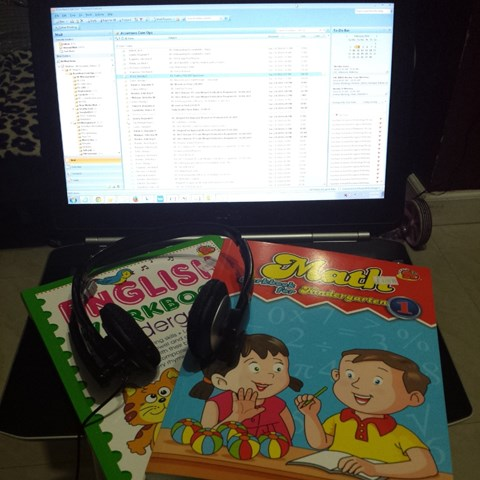 All set: lappy, headset, reviewers