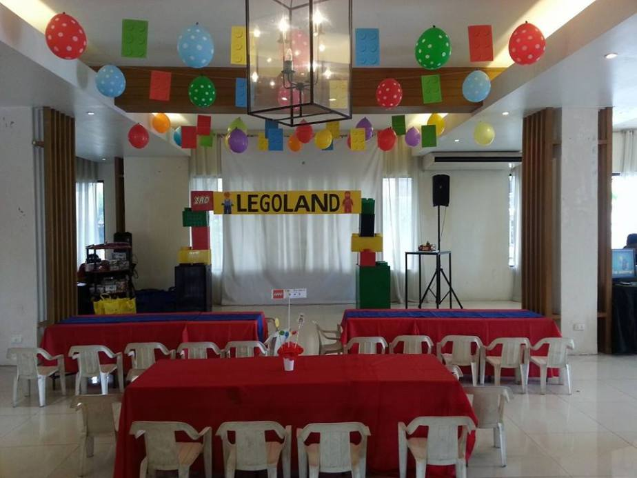 Kiddie tables and the stage