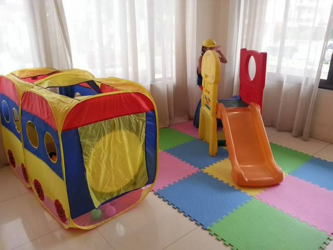 Zac's play area: a great idea to keep little kids out of boredom